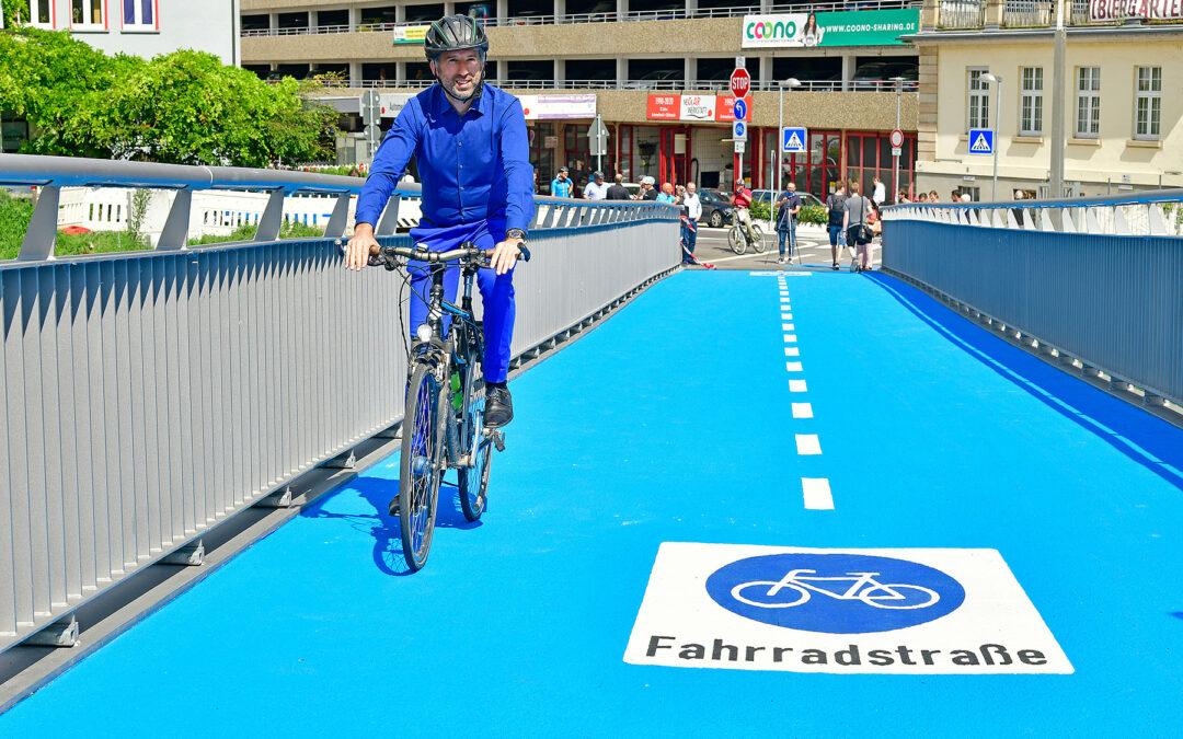 Beheizbare Fahrradbrücke in Tübingen realisiert